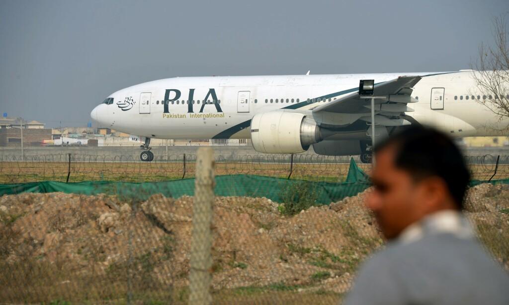 STYRTET FØR LANDING: Et fly fra flyselskapet Pakistan International Airlines (PIA) skal ha styrtet kort tid før landing i Karachi i Pakistan fredag. Det er ikke kjent om flyet avbildet er ulykkesflyet. Foto: Farooq NAEEM / AFP / NTB scanpix