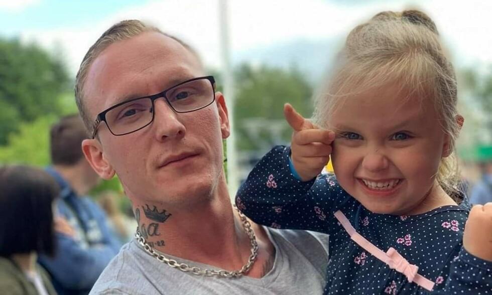 FIKK ANTIDEPRESSIVA: Jonas Juliusson (30) fikk antidepressiva mot depresjon, men det viste seg at en helt annen mangel var problemet. Foto: Privat