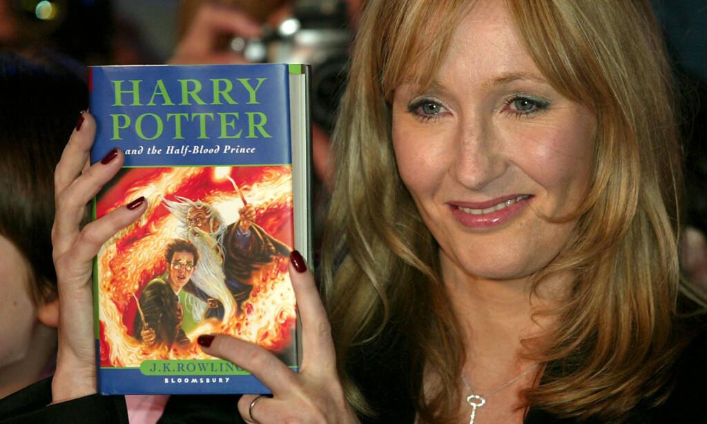 NYE OPPLYSNINGER: J.K. Rowling, her med den sjette boka i serien. Foto: Alistair Linford/REX