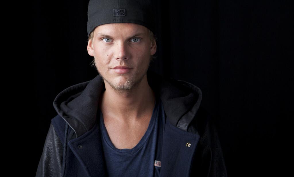 ÅPNER OPP: Nesten to å etter at DJ-stjerna Tim «Avicii» Bergling forteller mora hans at hun fortsatt ikke klarer å høre på sønnens musikk. Foto: AP / NTB Scanpix