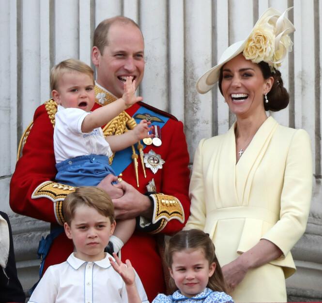 FAMILIEGLEDE: Prins William, her med kona, hertuginne Kate, og deres tre barn - prins Louis (2), prins George (6) og prinsesse Charlotte (2). Foto: NTB scanpix