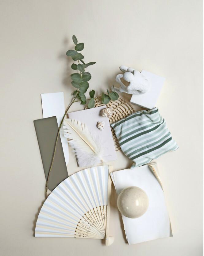 Gipsfigur (Kähler). Stripete duftpose (Hay). Rund kule i keramikk (Søstrene Grene). Viften er et bruktfunn, og fargeprøvene er fra Flügger. FOTO: Pernille Enoch
