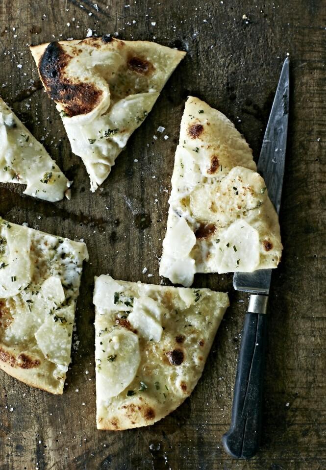 Den hvite potetpizzaen har ikke tomatsaus, men er et veldig godt alternativ til de helt klassiske variantene.