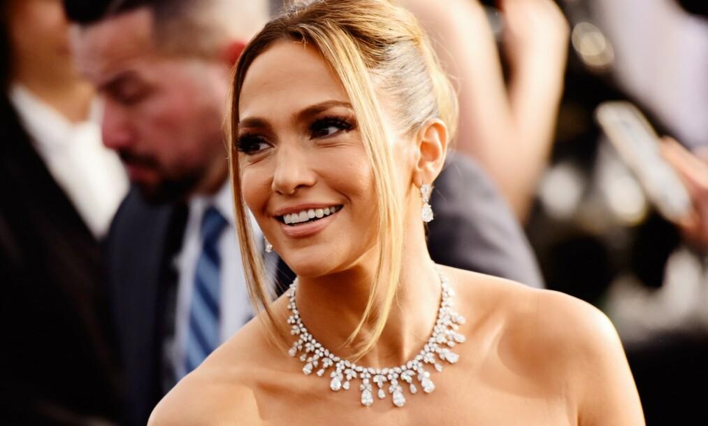 SVARER: Etter mye spekulasjoner rundt hvem som er i bakgrunnen av Jennifer Lopez` Instagram-bilde svarer 50-åringen omsider. Foto: NTB Scanpix