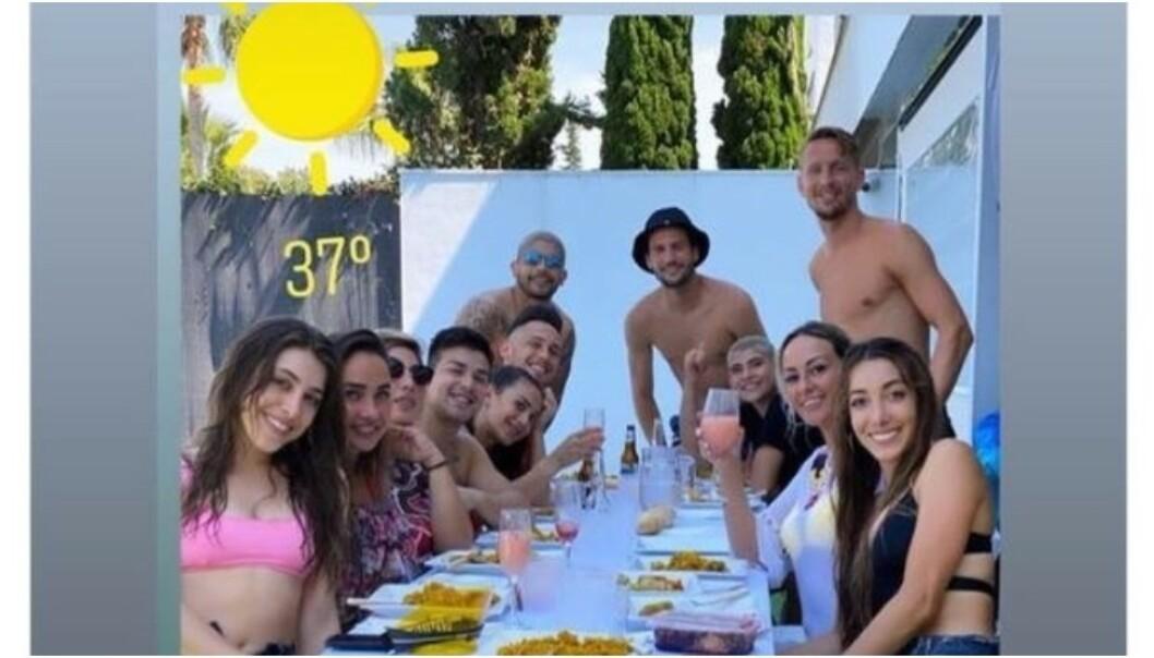 DELTE BILDE: Banegas kone Valeria Juan delte dette bildet på Instagram. Nå er de fire Sevilla-spillerne i trøbbel. Foto: Instagram