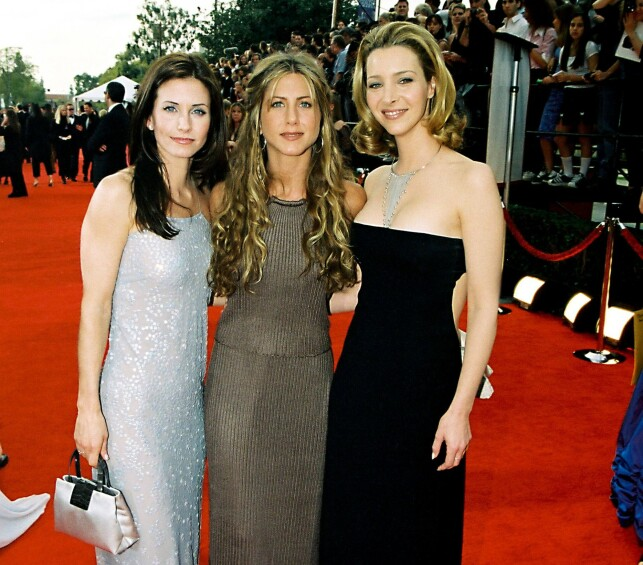 IKONISK TRIO: Courteney Cox, Jennifer Aniston og Lisa Kudrow under SAG Awards i 2000. Foto: NTB Scanpix