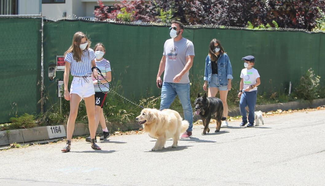 INTRODUSERT: Ben Affleck ser ut til å ha introdusert barna for Ana de Armas. Foto: NTB scanpix