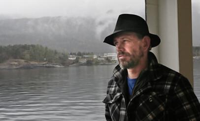 GLAD I HAVET: Leif Einar Lothe, her på en av Vestlandets mange ferjer. Foto: Privat