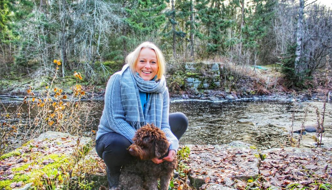 NYE GLEDER: Randi bruker mye av fritiden på å gå turer. Illseng er kjent for å ha noen av Norges beste stier; «Ilsengstiene». Novia er alltid fast turkamerat. FOTO: Birgit Hauger