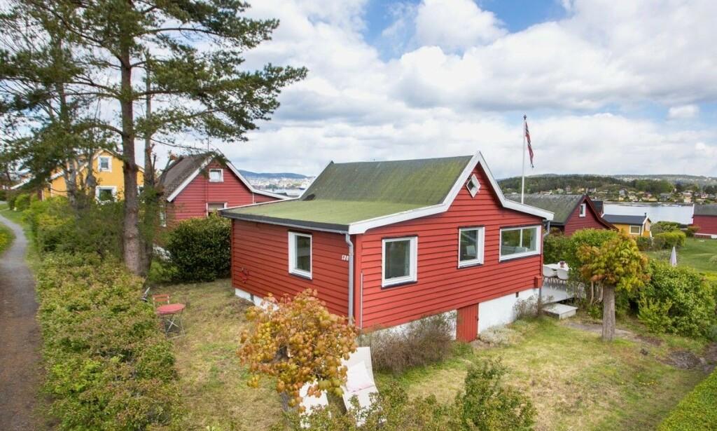 34 KVADRATMETER: Denne hytta, som ligger på Nakholmens østre del i Oslofjorden, møtte voldsom interesse fra budgiverne mandag. Foto: Tor Lie