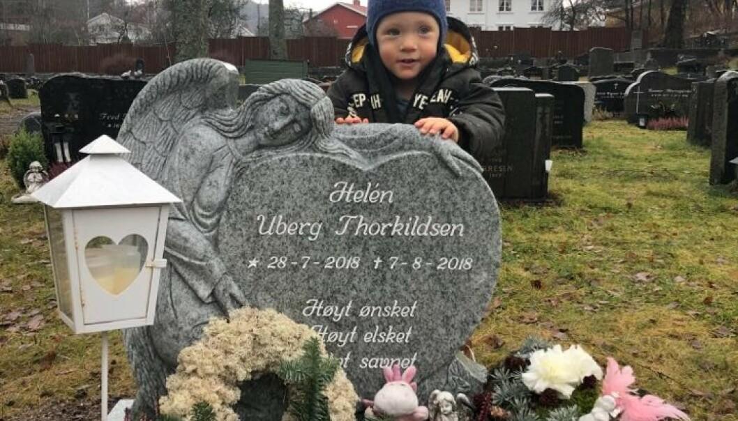 <strong>SØSTER:</strong> Andreas besøker søsterens grav. FOTO: Privat