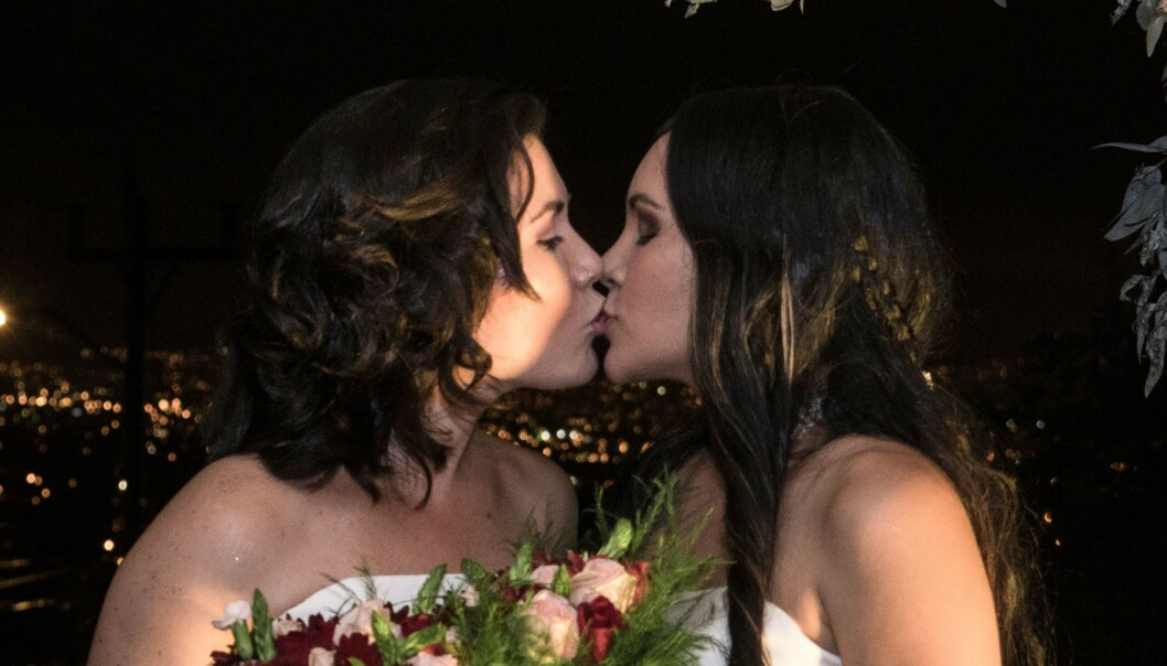 HISTORISK: Alexandra Quiros and Dunia Araya er blant Costa Ricas første likekjønnede ektepar. Foto: Ezequiel Becerra / AFP / NTB scanpix