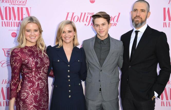 FAMILIE: Her er Reese og Jim med Hollywood-stjernens eldste barn Ava og Deacon under et event i Hollywood i desember i fjor. Legg merke til hvor like mor og datter er. Foto: NTB Scanpix.