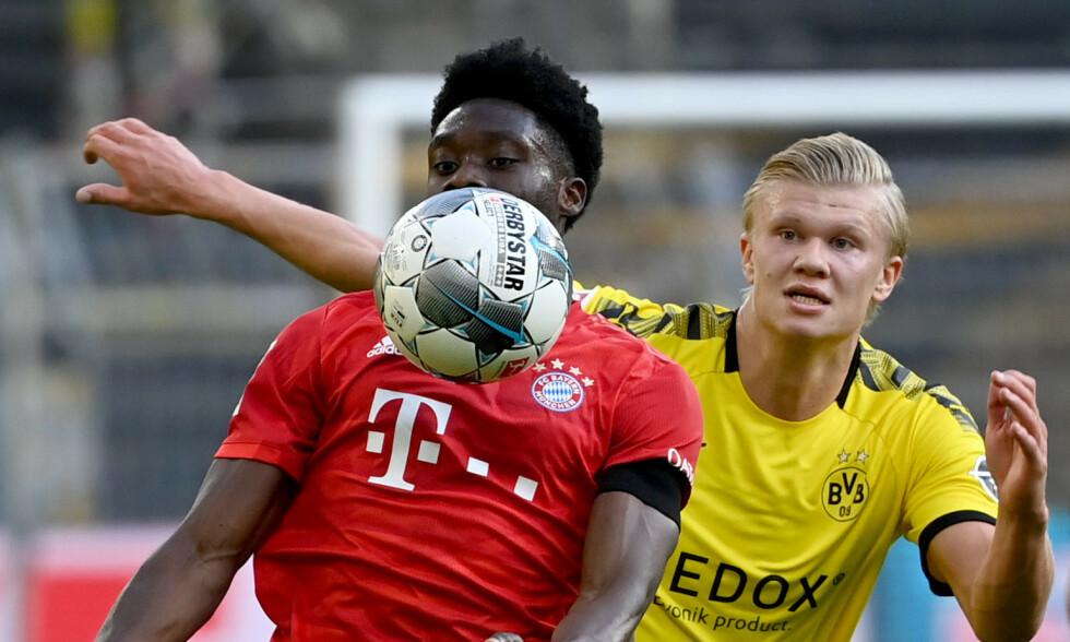DUELL: Erling Braut Haaland i duell med Bayern Münchens Alphonso Davies. Foto: NTB scanpix