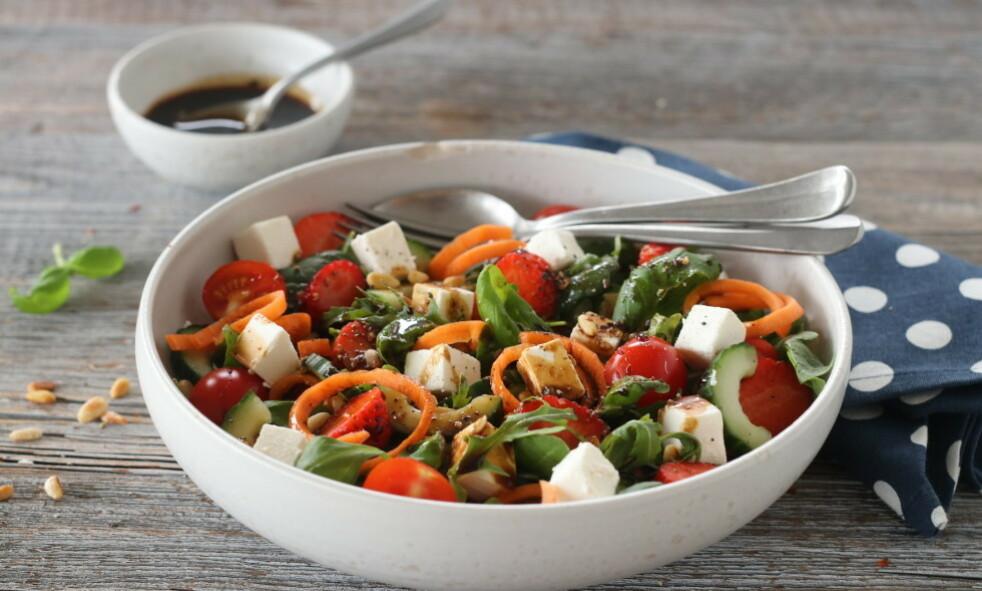 SOMMERFRISK: Denne salaten blir garantert en sommerfavoritt. Foto: Trine Sandberg