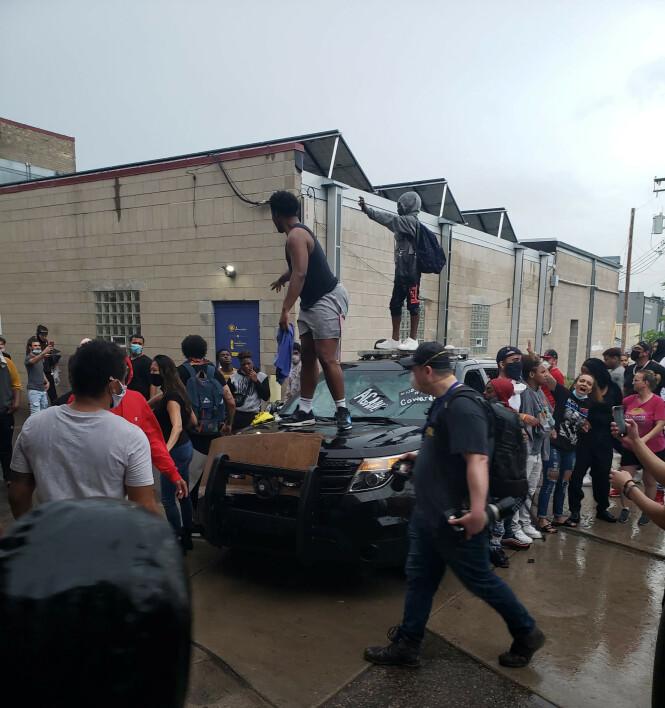 <strong>PROTESTER:</strong> Drapet på George Floyd har skapt store protester og demonstrasjoner i Minneapolis. Foto: Reuters