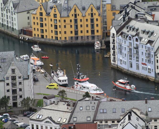 JUGENDBYEN: Hotel Brosundet er et gammelt pakkhus som ligger midt i indrefileten av sjarmbomben Ålesund. Her finner du spesielle rom med høy standard og nydelig mat. Foto: hotellet