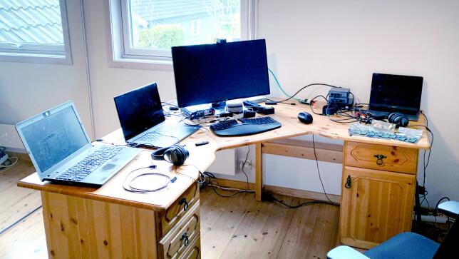 - Den største utfordringen når man jobber med embedded, er at man ofte trenger å ha hardware tilgjengelig, eller at man trenger en hardware-lab for å gjøre noen modifikasjoner, forteller Huddly-utvikler Torleiv Sundre, som nå sitter på hjemmekontor. 📸: Privat
