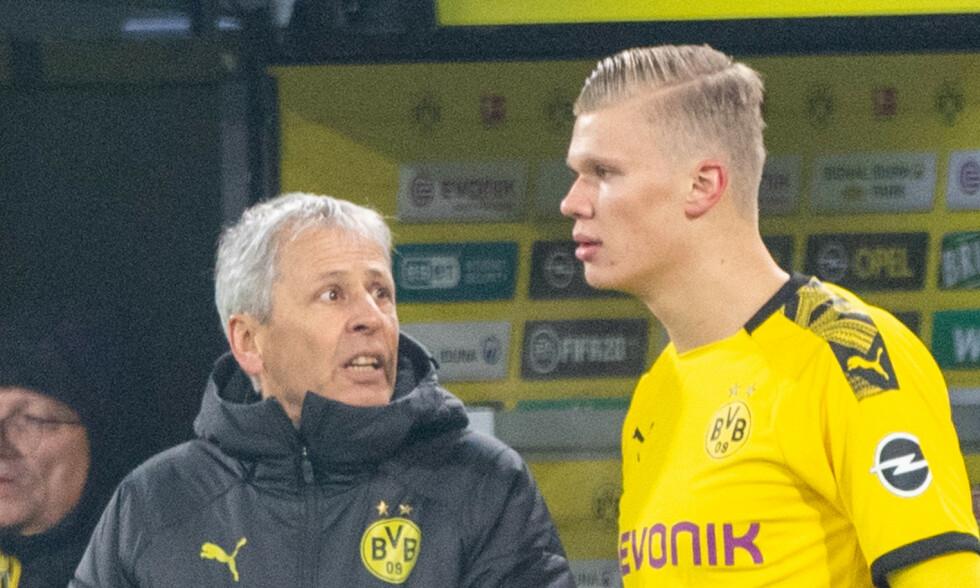 SESONG UTEN TITLER: Lucien Favre har vært trener i Borussia Dortmund siden 2018. Nå går klubben mot en ny tittelløs sesong. Det skaper spekulasjoner rundt treneren. Til høyre: Erling Braut Haaland. Foto: NTB scanpix