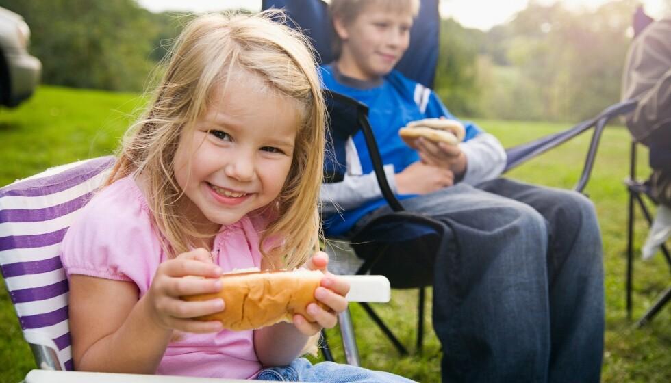 JA VI ELSKER PØLSER: Men er det innafor å spise pølser også til hverdags? FOTO: NTB Scanpix