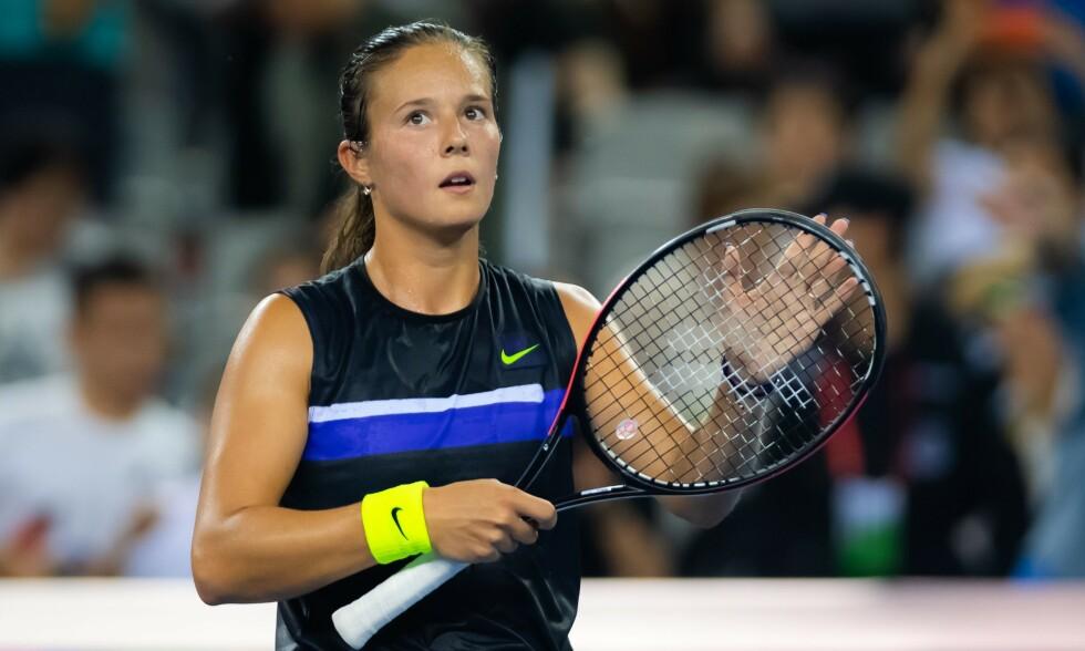 UT MOT FOTBALLSPILLERE: Daria Kasatkina er ranket som nummer 66 i verden. Foto: NTB scanpix