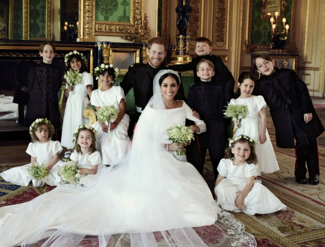 VIKTIG OPPGAVE: Meghan og Harry med sine brudepiker og -svenner som hadde en viktig rolle under bryllupet den 19. mai 2018. Foto: NTB Scanpix