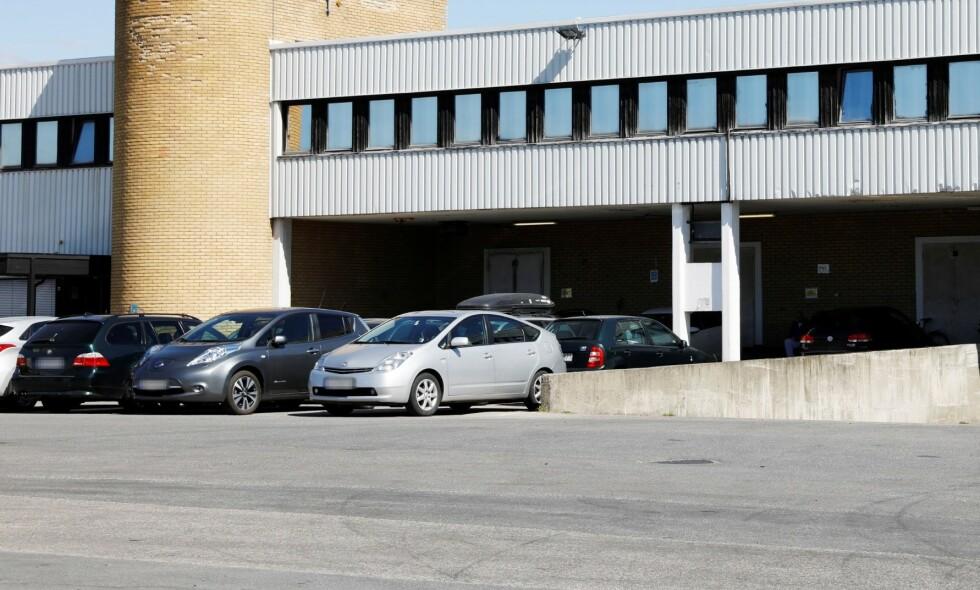 STENGTE: Innenfor disse fabrikklokalene på Furuset i Oslo holder kjøttfabrikken FG Kjøttsenter til. Halve staben ble corona-smittet, men alle er friske igjen nå. Foto: Nina Hansen