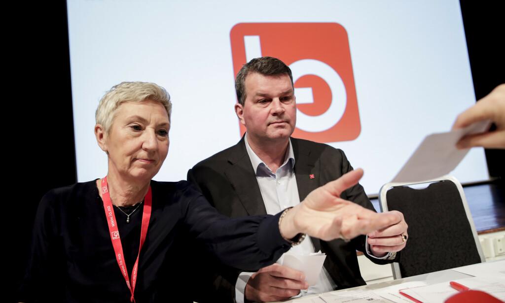 ADVARER: LO-nestleder Peggy Hessen Følsvik og LO-leder Hans-Christian Gabrielsen advarer mot masseoppsigelser. Foto: Vidar Ruud / NTB Scanpix