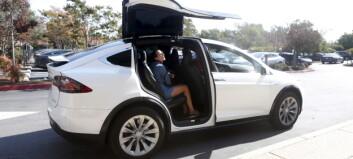Nå blir disse Tesla-modellene minst 50.000 kroner billigere
