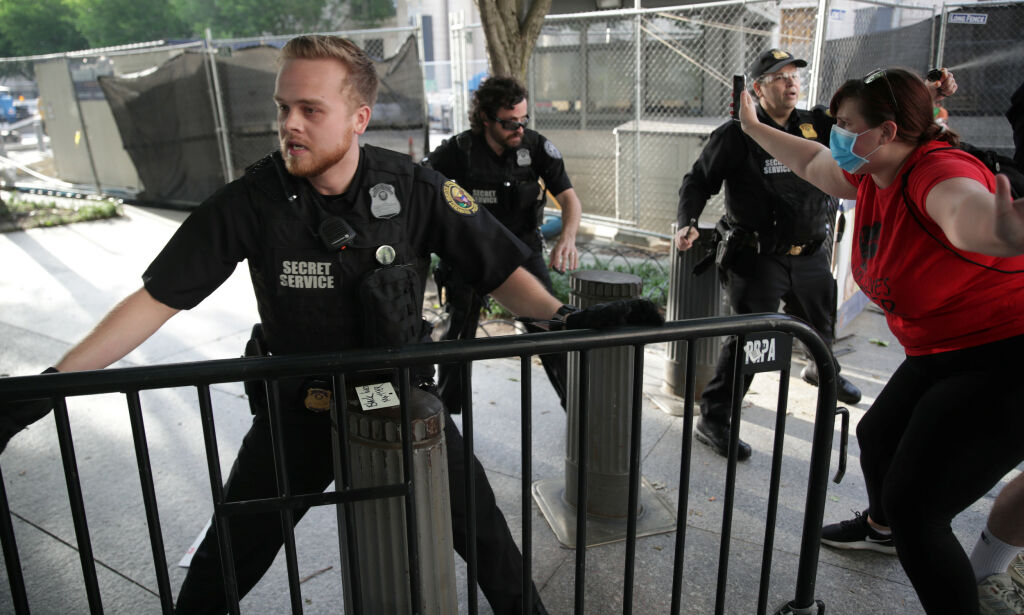 image: Demonstranter stengte Det hvite hus