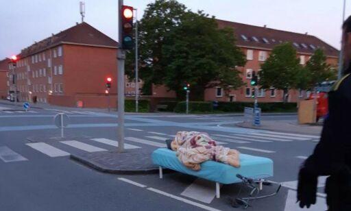 image: Sov i lyskryss - var lei av naboen