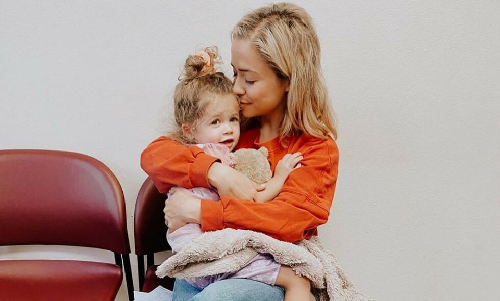 SOVNET INN: Tre år gamle Stevie Lynn gikk nylig bort. Nå åpner mora, Ashley Stock, opp om tapet av dattera etter den alvorlige diagnosen. Foto: Ashley Stock / Instagram