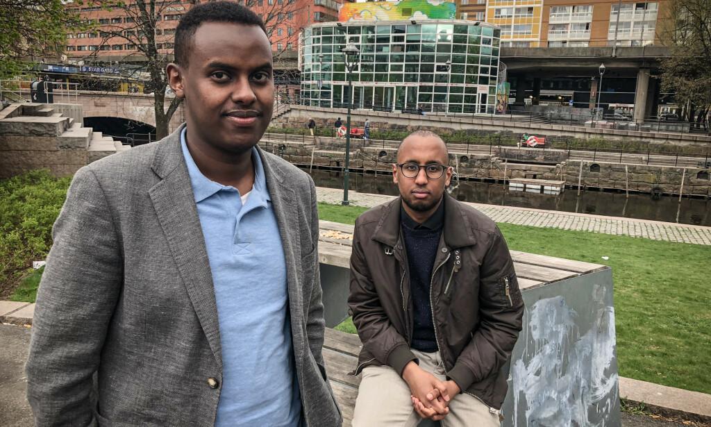 VIL HJELPE: Sadad Dakhare (24) og Nur Omar (21) har startet Norsk-somalisk ungdomsforening i Oslo. Foto: Øistein Norum Monsen/Dagbladet