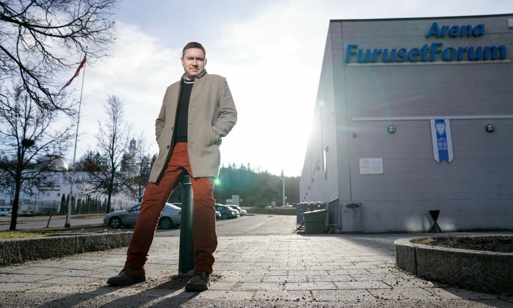 BIDRAR: Rune Gjelberg driver Alnaskolen på Furuset som tilbyr opplæring og kursing til ungdommer og personer som ønsker å komme seg ut av kriminell virksomhet. Foto: Øistein Norum Monsen/Dagbladet