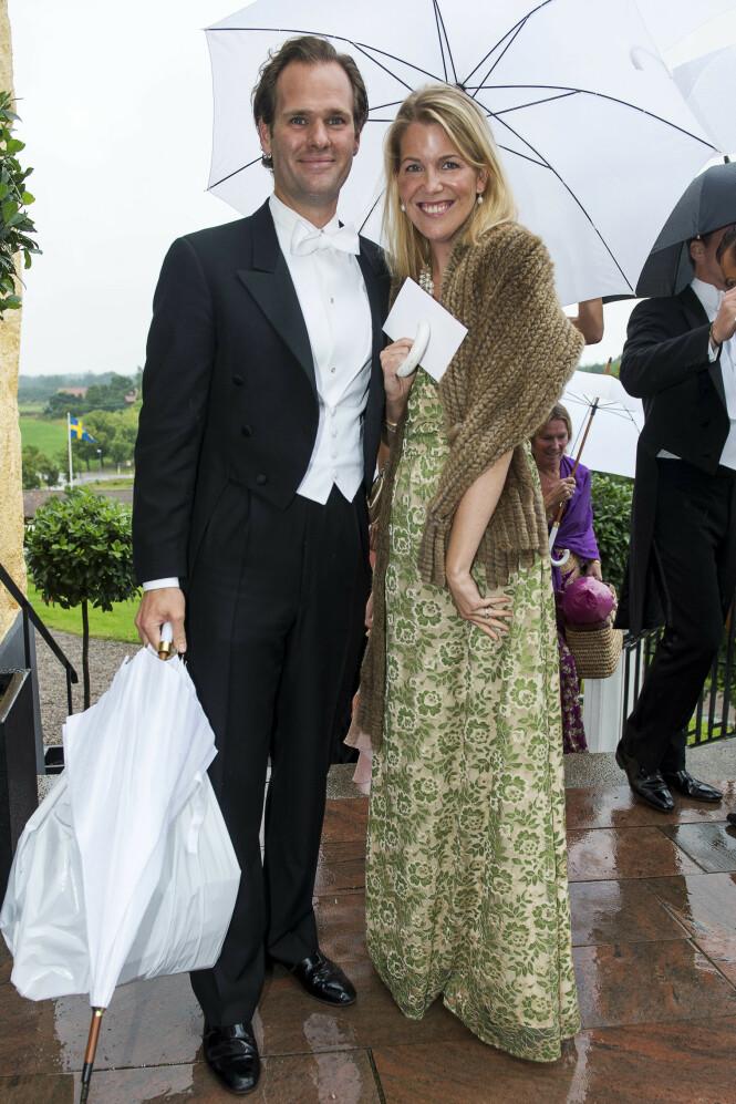 STORESØSTER: Her er Sofia Schörling avbildet under et bryllup i 2012, sammen med ektemannen Anders Högberg. Foto: Suvad Mrkonjic / XP / NTB scanpix