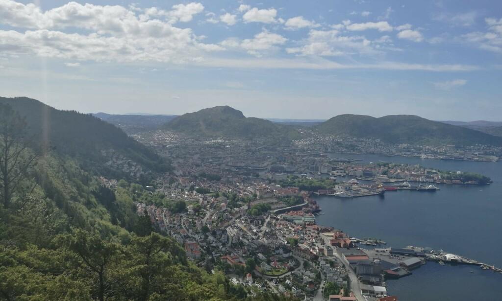 BERGEN: I Bergen er det 23 grader nå, forteller meteorologen. Her er fra Sandviksfjellet i dag. Foto: Hilde Staalesen Lilleøren