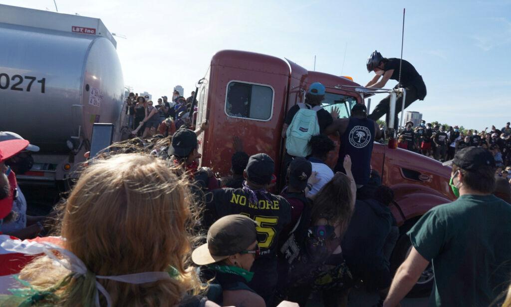 image: Tankbil kjørte inn i folkemengden