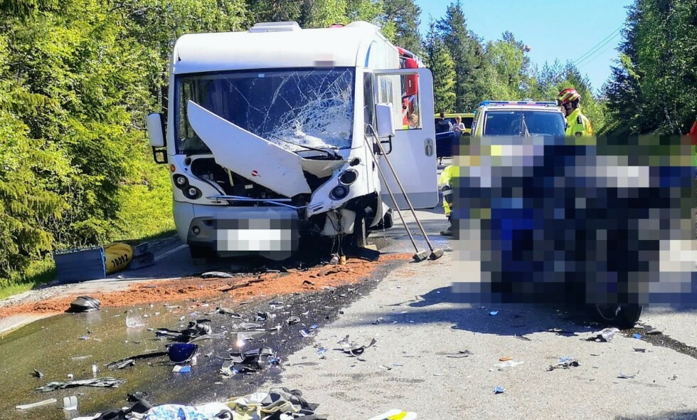 ULYKKE: En motorsyklist mistet livet i en kollisjon på Reshjemvegen mellom Notodden og Bø lørdag. Foto: Øyvind Bergestig / NTB scanpix