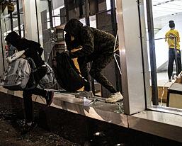 image: SE LIVE: Kaotisk i New York