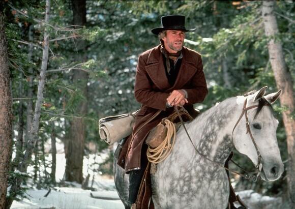 ME AND MY PONY: Clint Eastwood i «Pale Rider» fra 1985, som Eastwood selv regisserte. FOTO: NTB Scanpix