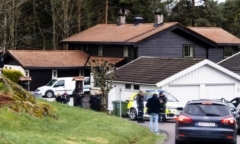 SLORAVEIEN 4: Poltiet undersøkte stort og smått i Sloraveien 4 i dagene Tom Hagen satt i varetekt. Foto: Lars Eivind Bones / Dagbladet
