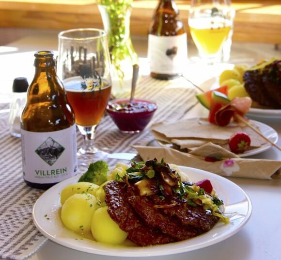 ELG OG REIN: På Norges minste mikrobryggeri Furuhaugli blir det lunsj med elgkarbonader, rømmegrøt, kjøttkaker av reinsdyr og passende tilbehør. Foto: Ronny Frimann
