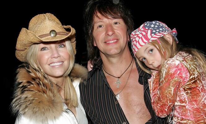 FAMILIE: Her er eksparet avbildet sammen med datteren Ava i San Diego i 2005. Året etter brøt de med hverandre. Foto: NTB Scanpix