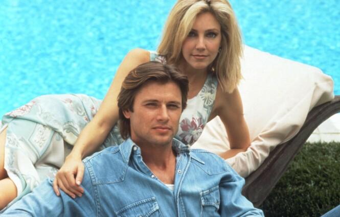 TV-IKON: Her er Locklear fra sin storhetstid i tv-serien «Melrose Place» i 1993 sammen med skuespillerkollega Grant Show. Foto: NTB Scanpix