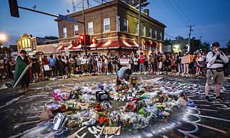 BLIR MINNET: Afroamerikaneren George Floyd ble drept av politiet i Minneapolis, det viser uavhengige obduksjonsrapporter. Nå blir han hedret, samtidig som frustrasjonen og fortvilelse bobler over i hele landet. Foto: NTB Scanpix