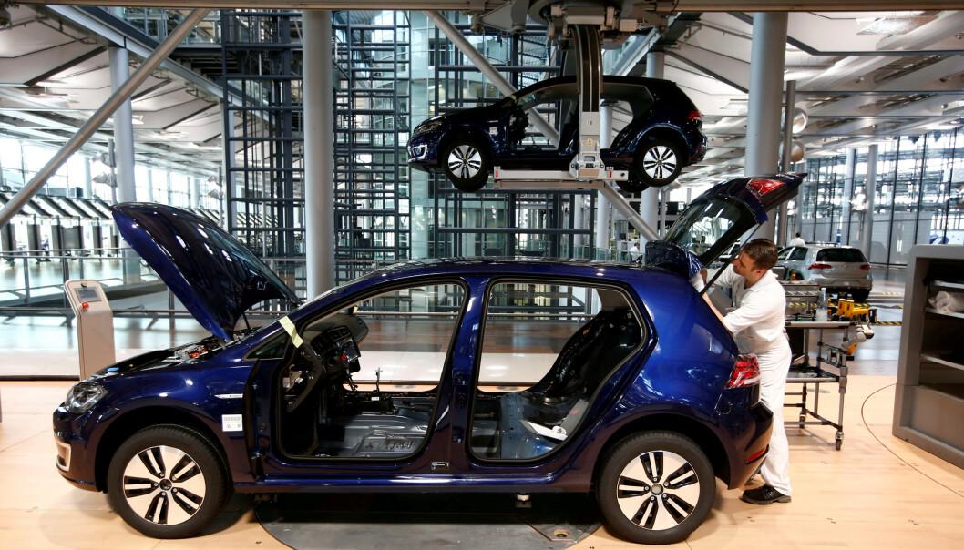 <strong>Mot slutten:</strong> Produksjonen av VW e-Golf går mot slutten, og skal overtas av nykommeren VW ID.3. Foto: REUTERS/ Fabrizio Bench