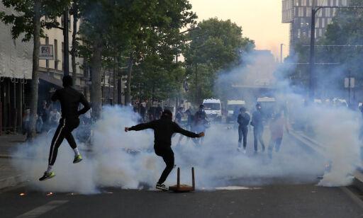 image: Uroen har spredd seg til Paris