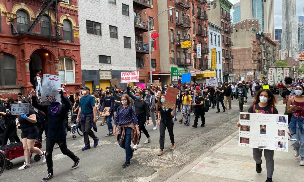 DEMONSTRERER: Her i Nedre Manhattan. Foto: Vegard Kvaale/ Dagbladet.
