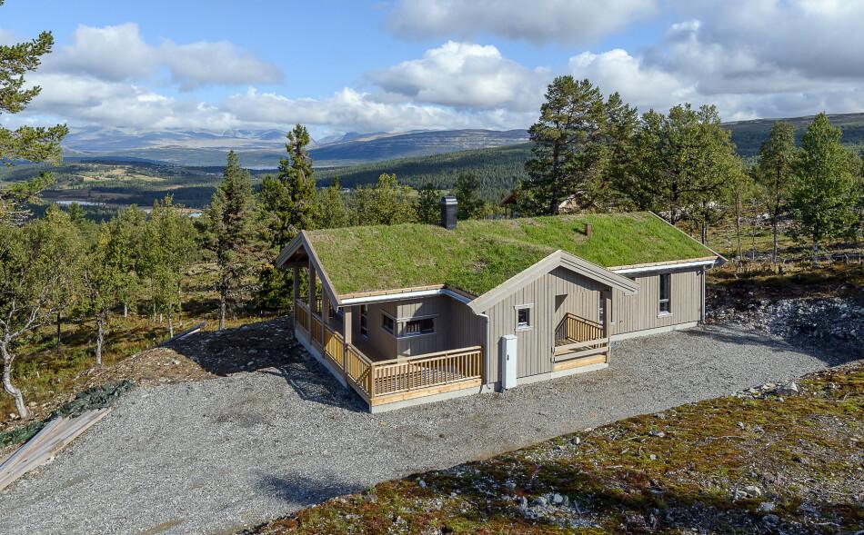 NØKKEL TIL OPPLEVELSER: Nordmenn har allltid vært et hytteelskende folk, og i år søker enda flere av oss mot den norske naturen. Her er hyttefeltet Låvåshaugen, med panoramautsikt mot Rondane.