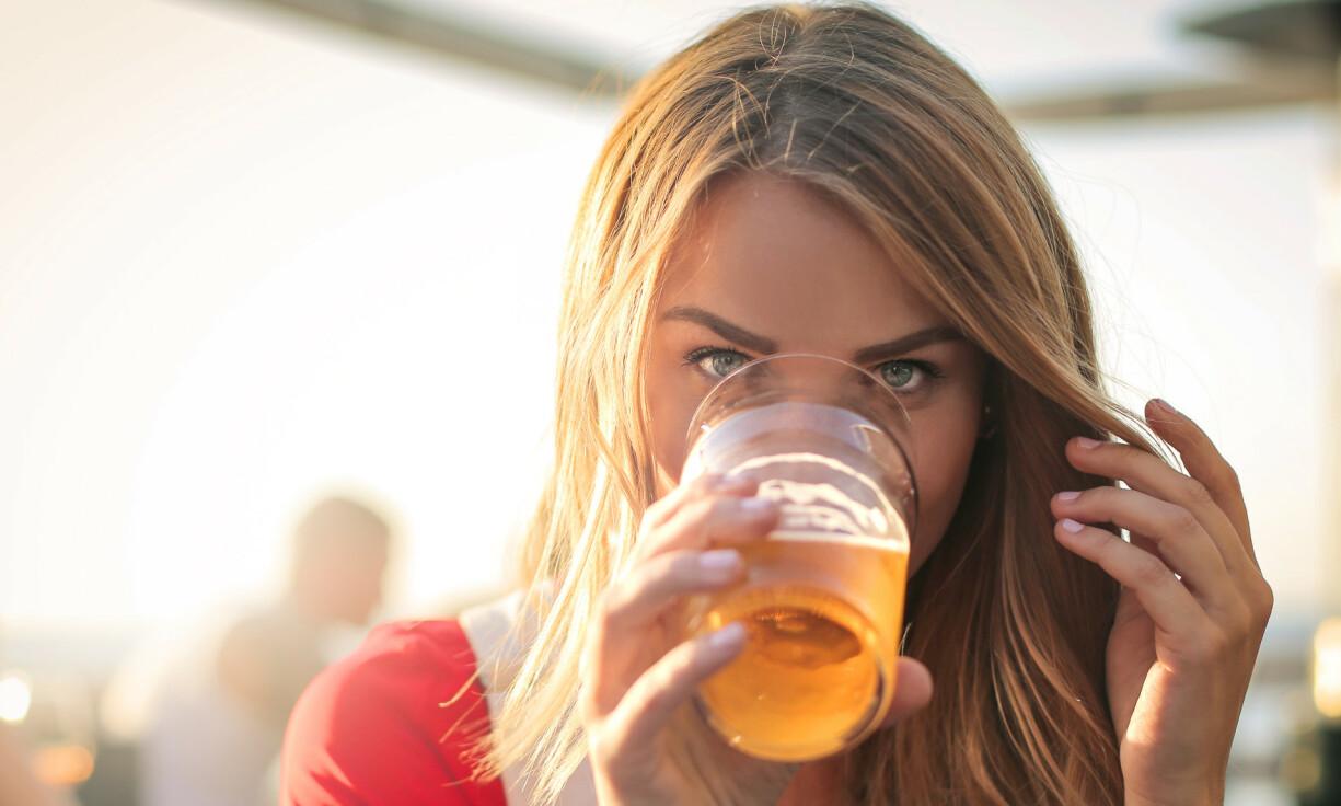 ULTIMATE SOMMERØL: Surøl er på en måte den ultimate sommerøl. Med sin markante syre og friskhet er dette den perfekte ølen for soldager om man har en viss toleranse for høyt syrenivå. Foto: Shutterstock/NTB Scanpix